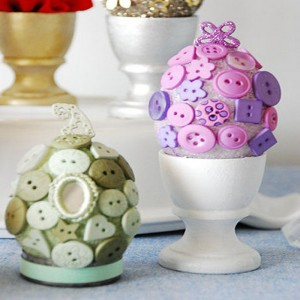 Aster Eggs Decorations with Old Buttons