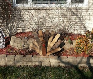 Recycled Wood Garden Decor Idea
