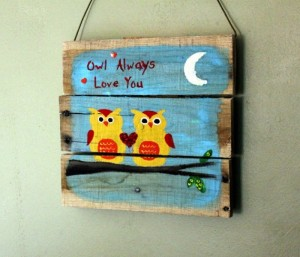 Recycled Wood Pallet Wall Decor Idea
