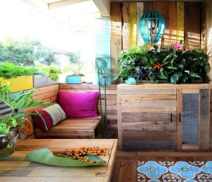 Recycled Wood Pallets Patio Decor Idea