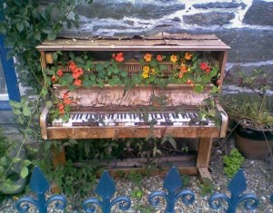Creative Old Piano Decor Idea