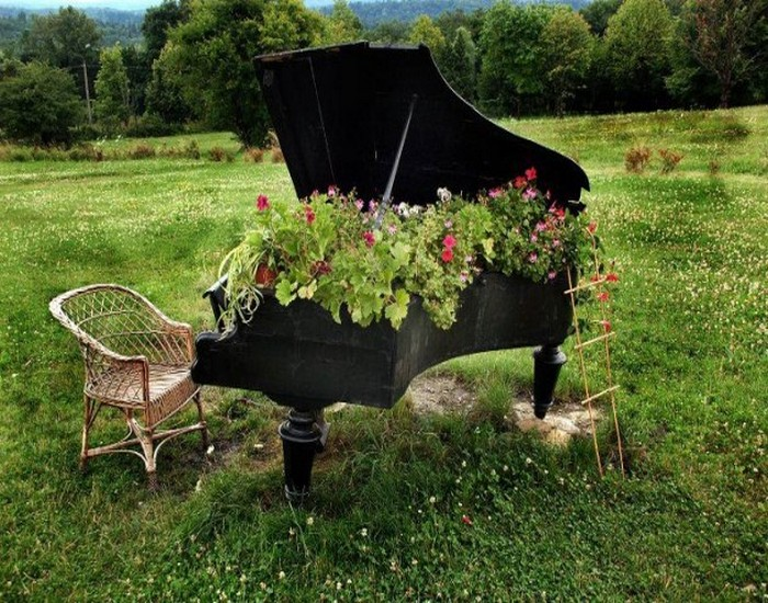 Elegant Reuse Piano Garden Decor Idea