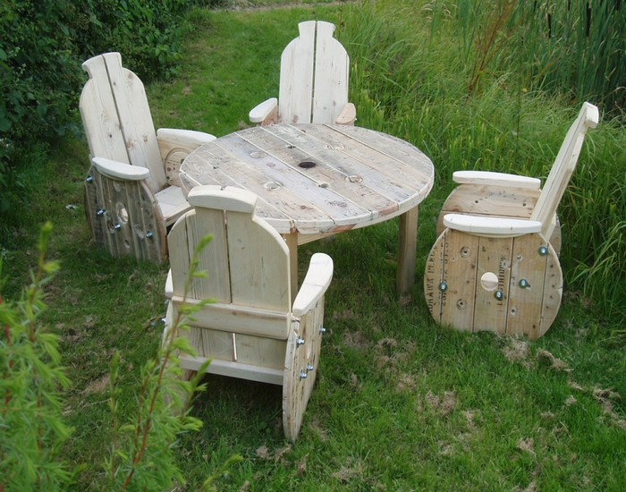 Recycled Cable Reel Furniture Table with Chairs