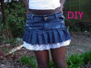 DIY Old Blue Jeans into Awesome Skirt
