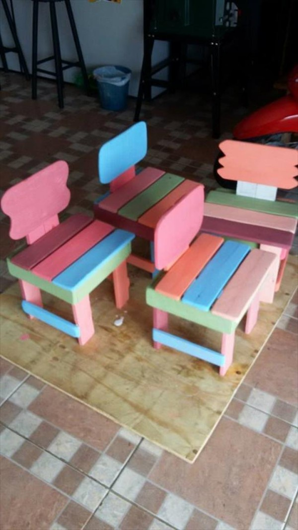 Kids Furniture Made from Recycled Pallets