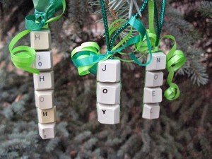 Recycled Keyboard Buttons Christmas Decor Idea