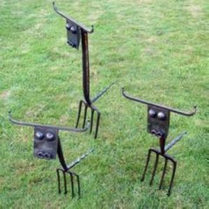 Recycled Metal Garden Decor Ideas