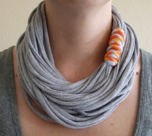 Recycled T-shirt Nacklace Idea