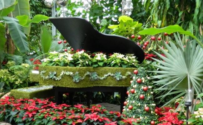 Repurposed Beautiful Piano Decorating