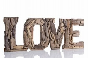 Love Sign Driftwood Wall Decor
