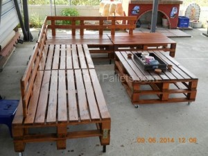 Pallet Sofa Set and Table