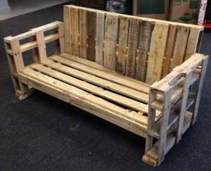 DIY Pallet Wood Bench