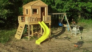 Pallet Outdoor Playhouse for Kids