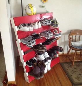 DIY Pallet Wood Shoe Rack