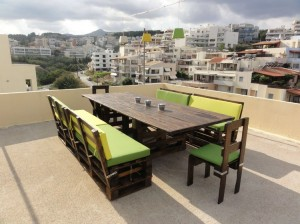Upcycled Wood Pallet Outdoor Dinning Table