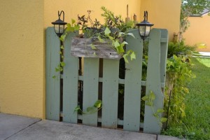 Pallet Fence with Planter