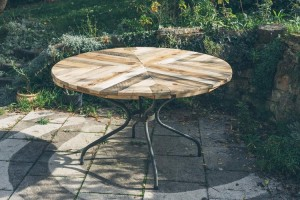 Pallet Round Coffee Table with Metal base