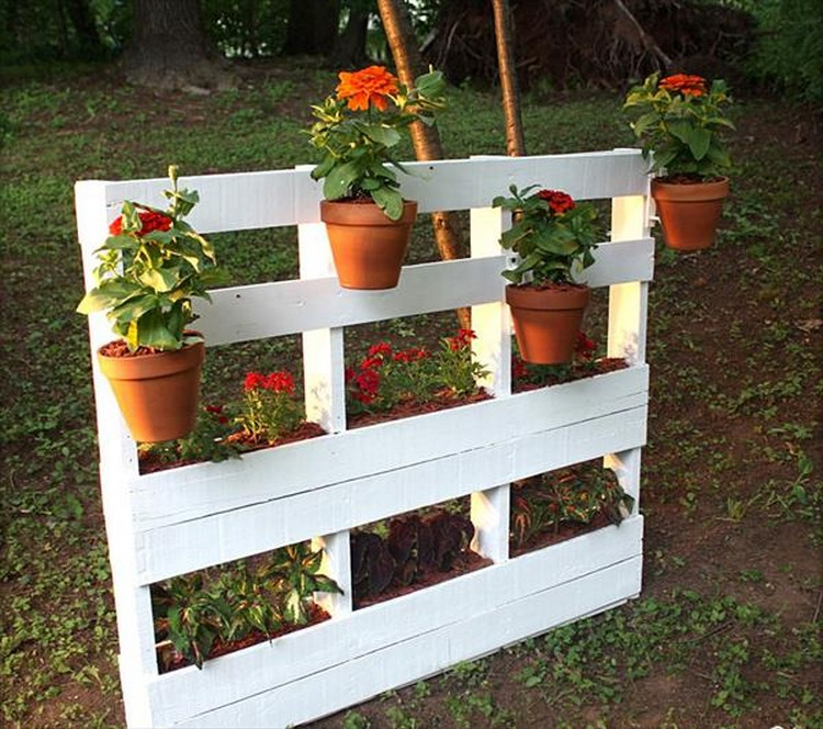 Pallet Wood Vertical Garden