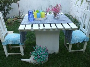 Recycled Pallet Table and Chairs