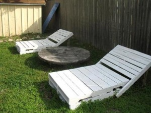 Wooden Pallet Outdoor Lounge Chairs
