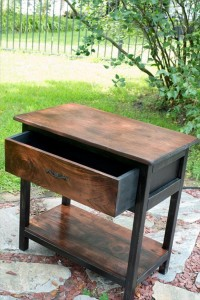 Chic Pallet End Table with Drawer