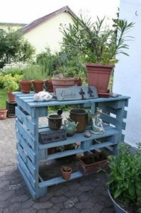 Outdoor Pallet Potting Bench