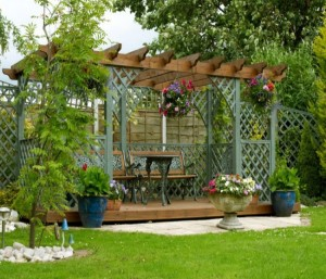 Amazing Techniques to Decorate Your Pergola