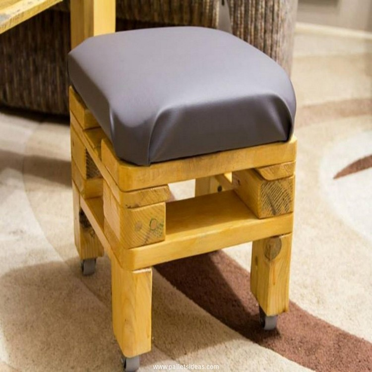Pallet Stool with Wheels