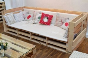 Big Pallet Couch and Table