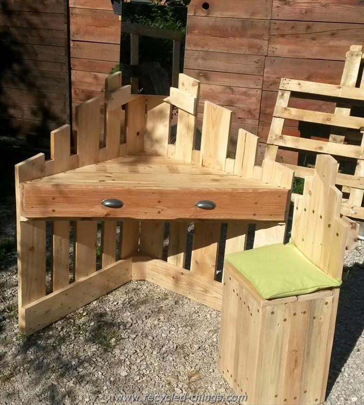 Pallet Desk and Chair for Kids