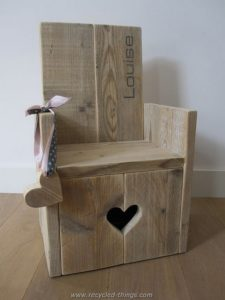 Pallet Chair with Heart Art