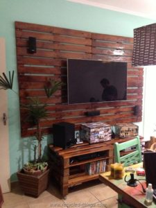 Pallet Console Table with Wall Decor