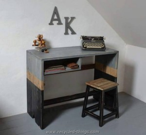 Pallet Desk with Stool