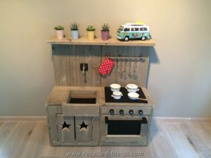 DIY Projects with Wooden Pallets