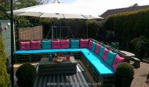 Pallet Patio Sectional Couch with Table