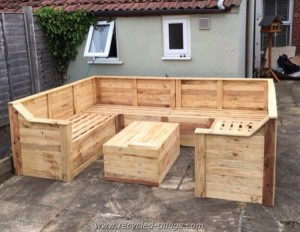 U Shaped Pallet Couch with Table