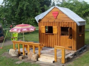 Wood Pallet Playhouses for Kids