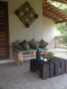 Wood Pallet Sofa with Table