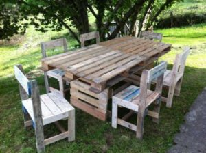 Old Pallet Table with Chairs