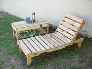 Pallet Lounger with Side Table