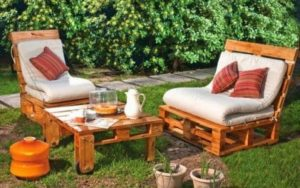 Pallet Seats with Table