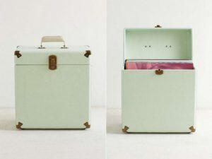 Vintage-inspired vinyl carrier