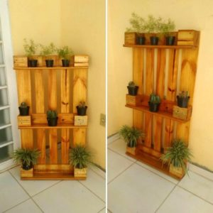 Wooden Pallet Verticle Planter
