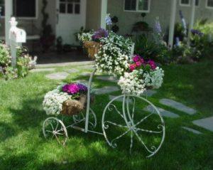 Pretty Garden Decorating Idea