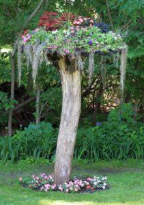 Rustic Garden Decor Idea