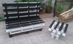 Wood Pallet Outdoor Couch and Table
