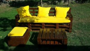 Pallet Garden Couch Seat and Table